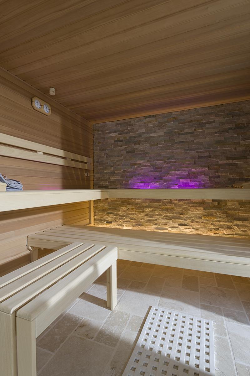 Sauna Innenraum mit Beleuchtung in Mühlheim