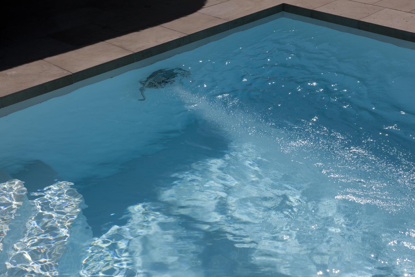 Luftbläschen in einem Pool in Essen