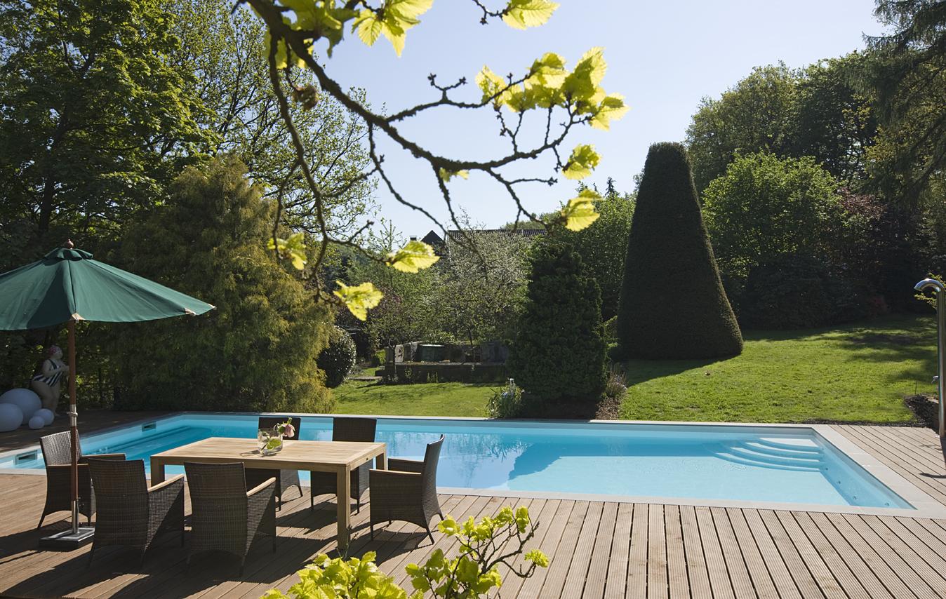 Freibad mit schöner Gartengestaltung in Essen