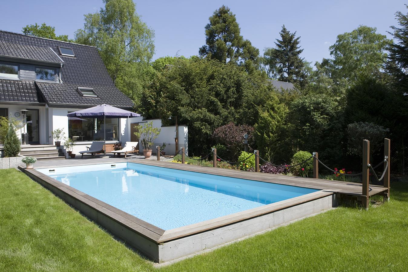 Pool im Garten eines Hauses in Mühlheim
