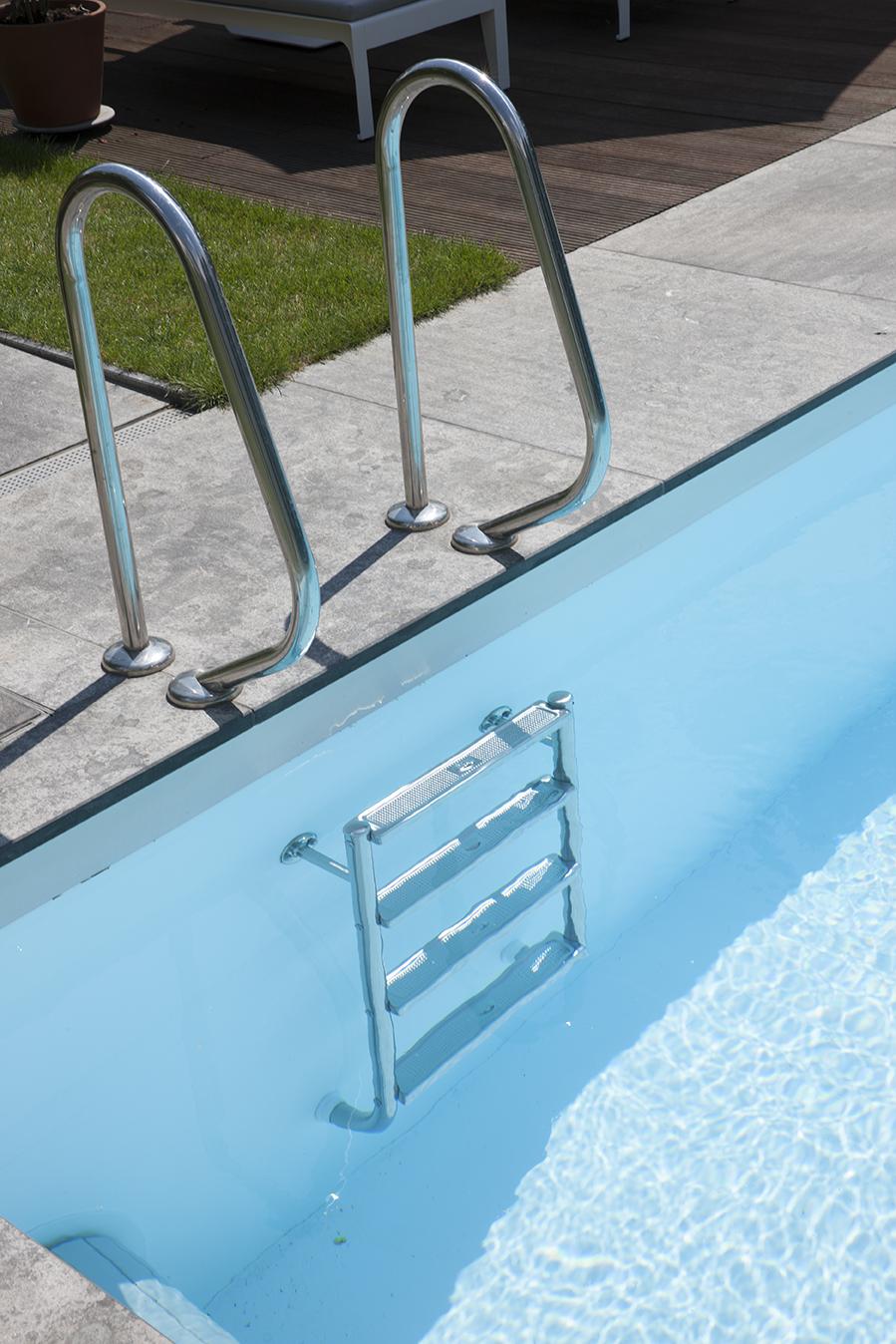 Leiter zum Einstieg in einen Pool in Essen
